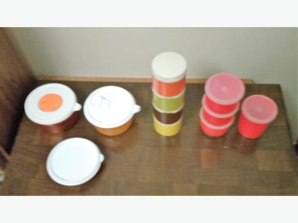 CHOICE OF TUPPERWARE PIECES (LOT 2)