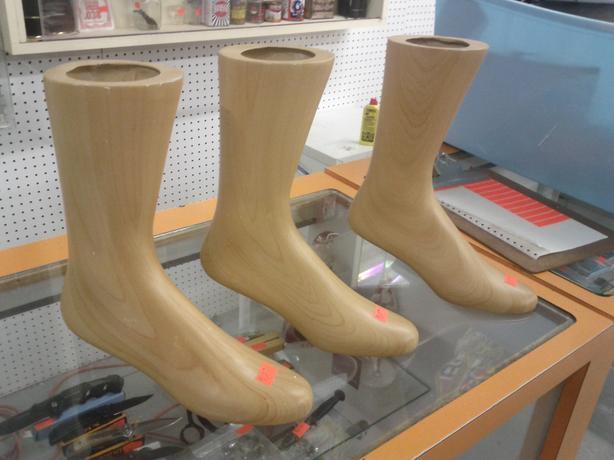 Manikin Feet