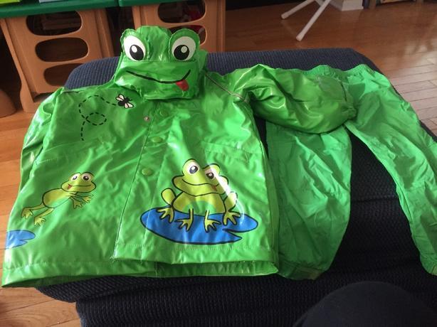 Green Frog rain/splash suit size 3T