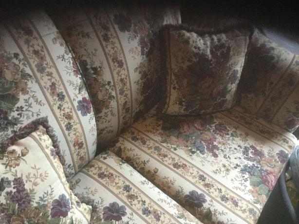 Sofa and love seat matching multi couler very good condicion w6coushion