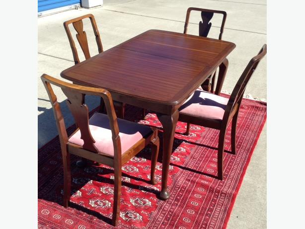 Vintage Strong-Bow club foot dining table and chairs.