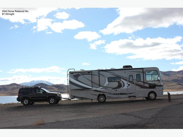 REDUCED!  2013 HURRICANE 29X MOTORHOME $90,000 CDN