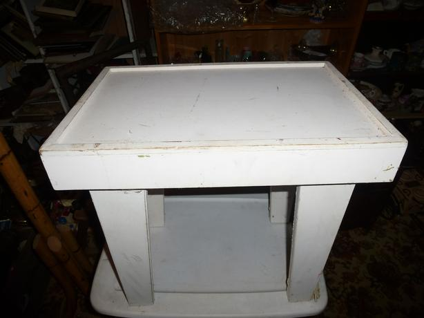 White shabby chic coffee / end table