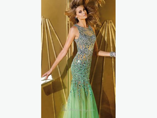 A BRAND glamorous evening gown by Alyce Paris 6192