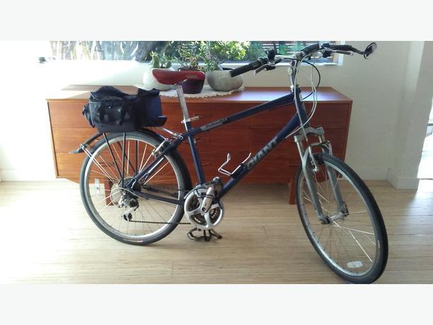 Giant Sedona DX Commuter Bicycle