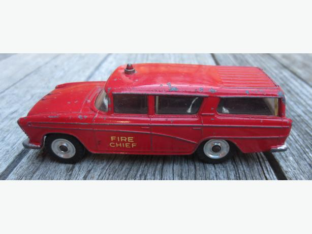 Vintage die cast Dinky Toys Nash Rambler Fire Chief Truck