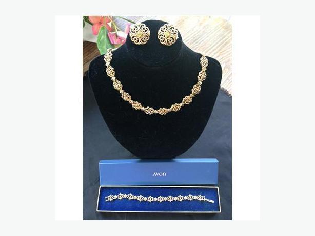 Vintage Avon Jewellery Set