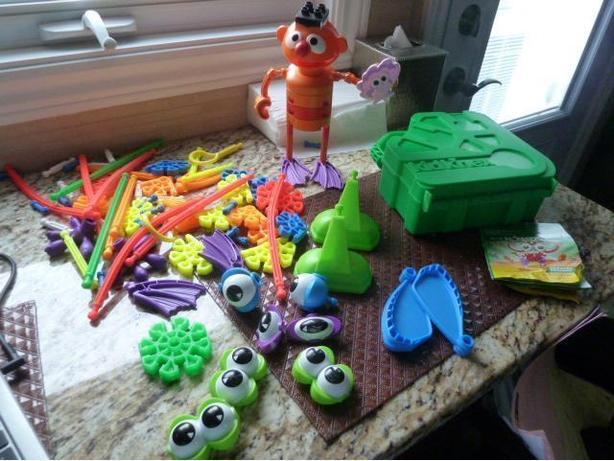 Kid's Kinex sets