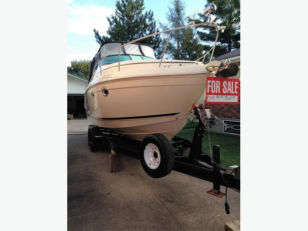 MUST SELL! Mint Condition 2001 Rinker 270 Fiesta Vee
