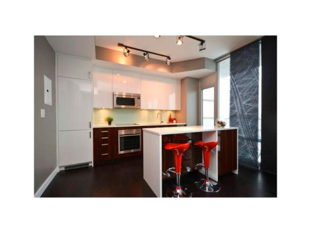 Luxurious Soho Condo with Balcony on Parkdale - Oct 1st