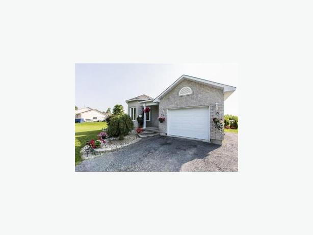 House For Sale With An In Law Suite In Limoges Ontario