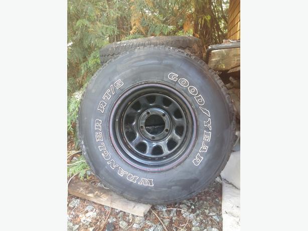 Good tires 31x10.5 R15LT plus rims