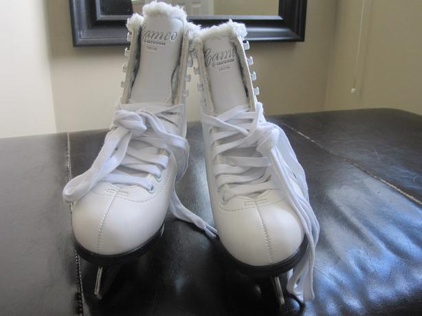Girls size 3 cameo skates