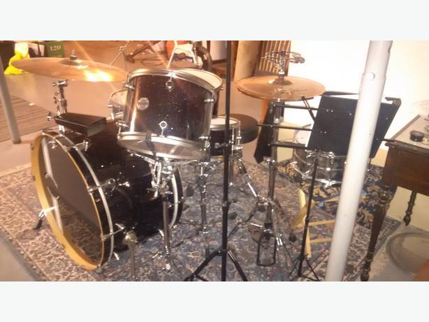 URGENT URGENT: Mint condition, never gigged. Bonham-sized drum kit