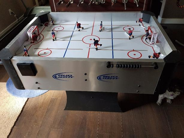 Rod hockey table
