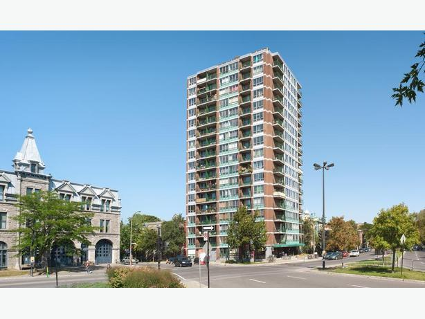 Beautiful Park Views! Upgraded Apt in Excellent Montreal Location!