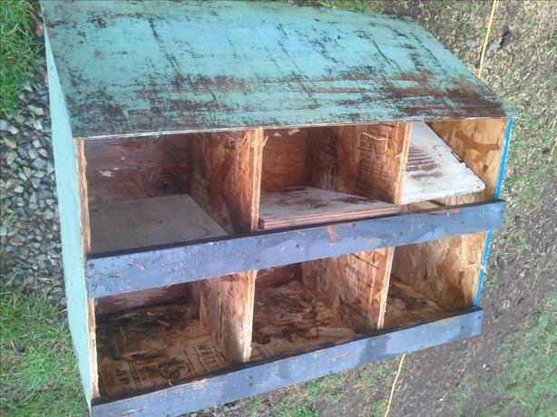 Nesting box for hens