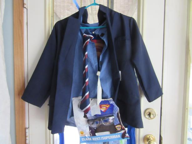 NEW UNUSED SUPERMAN/CLARK KENT COSTUME for kids