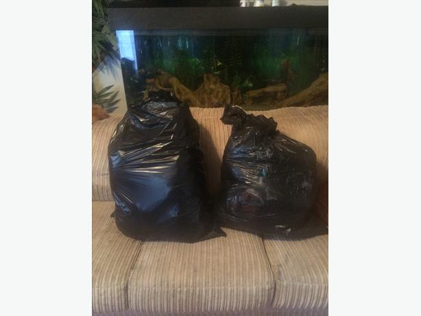 2 garbage bags Boys size 5