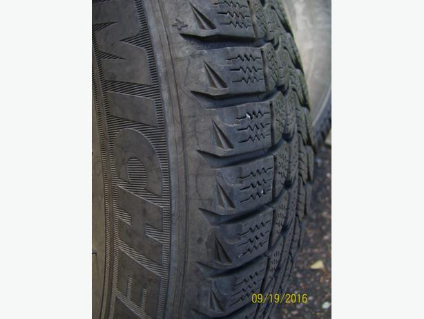 Michelin X Ice snow tires 175/70 R14  excellent tread