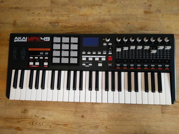 Akai MPK 49 Keyboard Controller