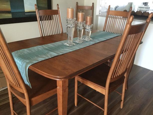 8 piece dinning room set with hutch