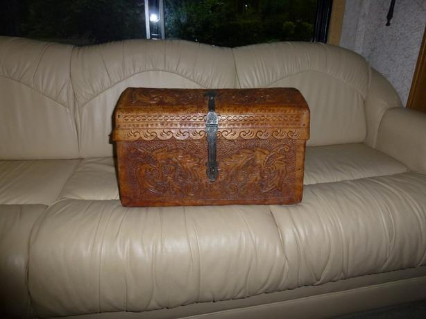 Equatorian tooled Leather Chest