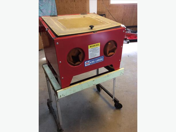 Small sandblaster on mobile stand