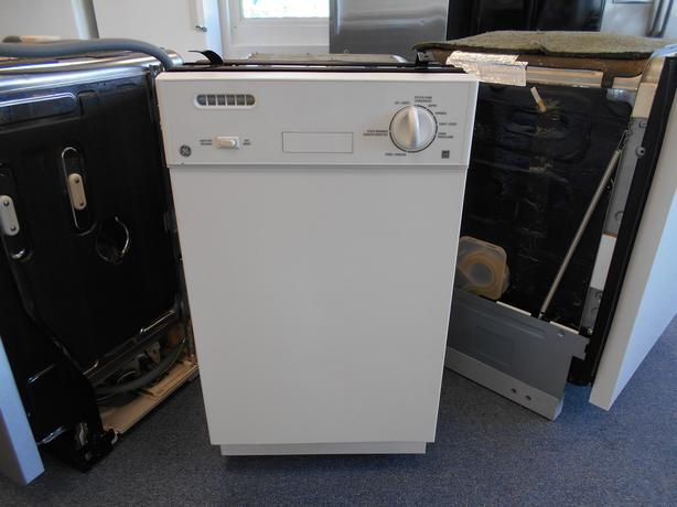 "GE White 18"" Dishwasher"