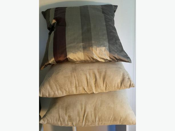 "3 PILLOWS 19"" x 19"""