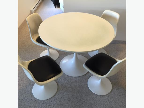 Classic mid-century Eero Saarinen style Tulip  dining chairs and table