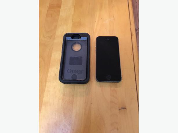 iPhone 5s with Otter Box Defender