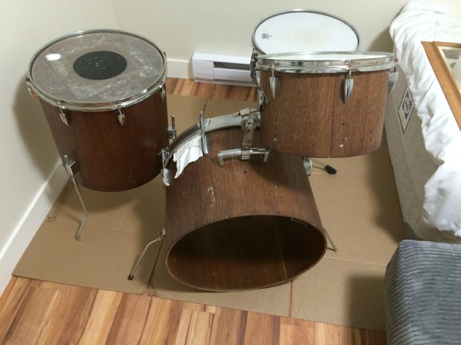 nice drum kit lowered price to 175 sooke victoria. Black Bedroom Furniture Sets. Home Design Ideas