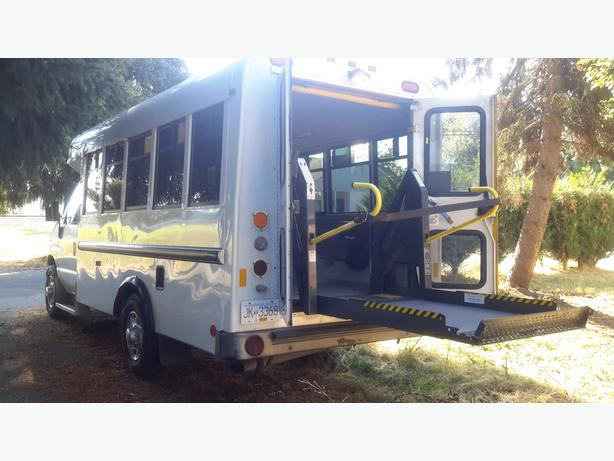 Wheel Chair Lift Equipped Bus For Sale