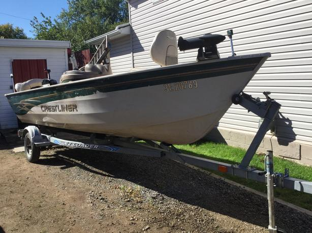 Crestliner 16' fishing boat