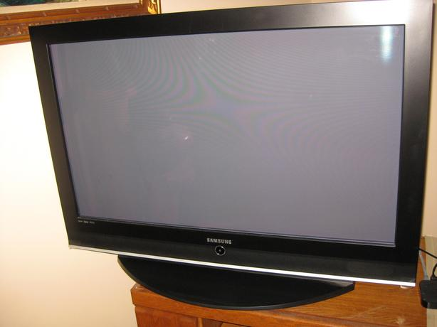 Samsung TV - Plasma Display