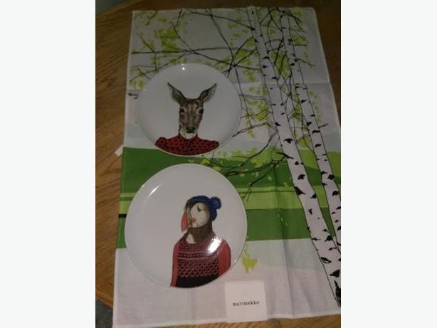 Decorative Plates With Tee Towel
