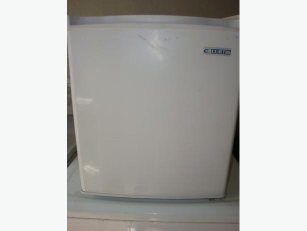 Curtis counter top fridge,