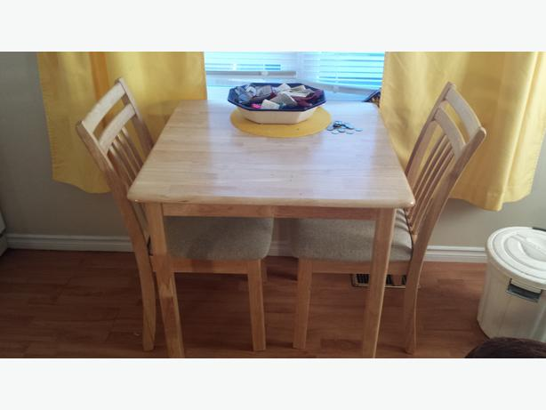 Oak small kitchen table - 2 chairs