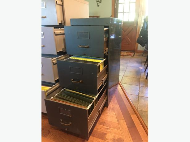 filing cabinet (3 drawers)