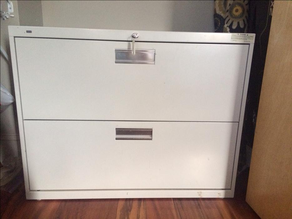 file cabinet hon metal lateral locking with keys ivory campbell river comox valley. Black Bedroom Furniture Sets. Home Design Ideas