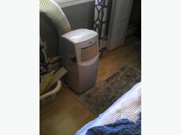 Floor model air conditioner