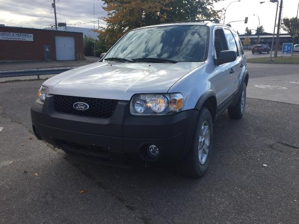 2005 FORD ESCAPE XLT FWD FIRST $3900 OBO