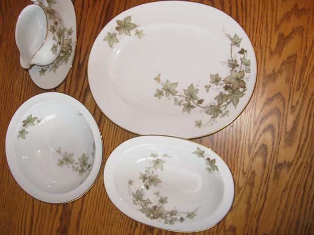 Trailing Ivy  by  Noritake