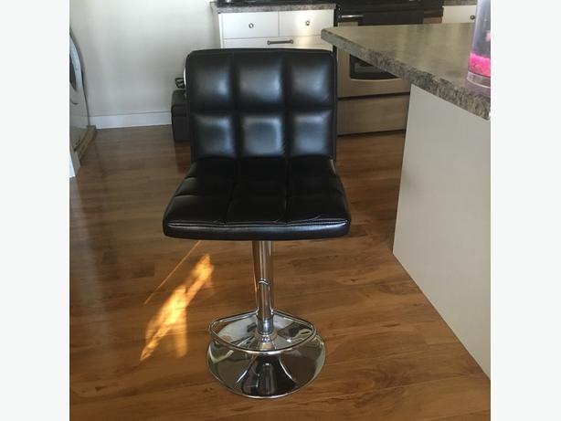 leather bar stools. immaculate shape