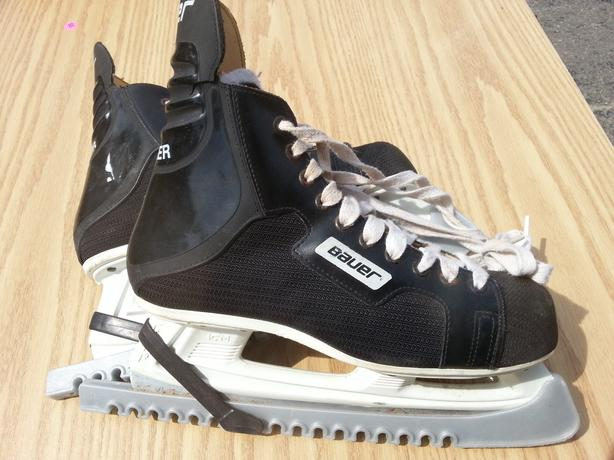 Men's Bauer Charger Hockey Skates (Size 10) - Like NEW