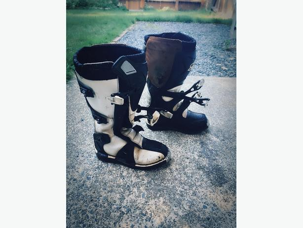 Womens Size 6 Motocross Boots
