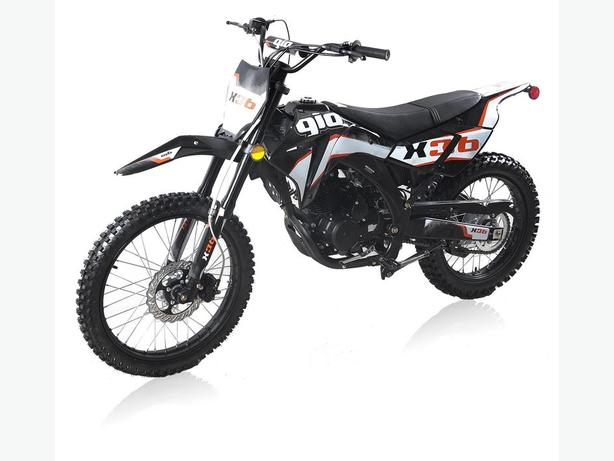 GIO 250cc X36 DIRT BIKE GX SERIES WITH FREE HELMET INCLUDED.