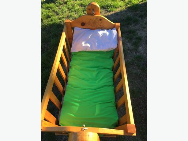 baby cradle/bed