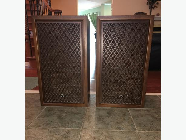 Gorgeous Vintage Sansui 3-Way Speaker System	SP-100